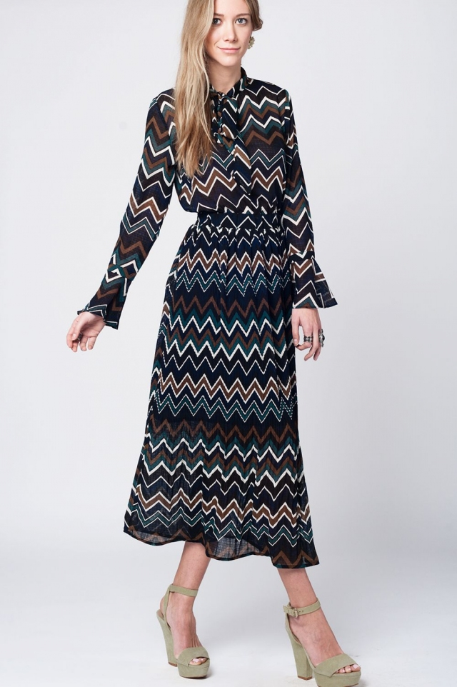 Long green dress with zig zag print and neck bow