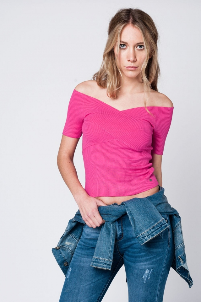 Fuchsia crop top with crossed neckline