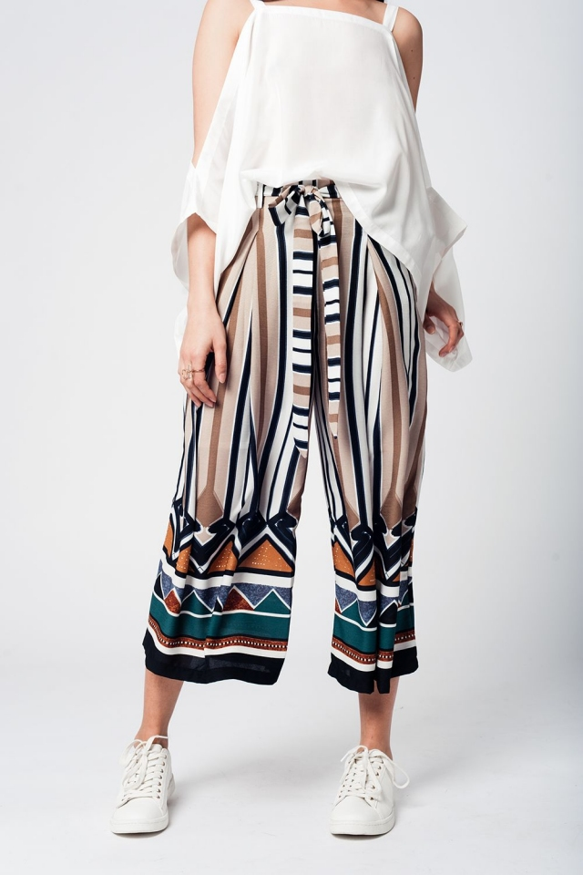 Mid-leg pants with brown stripes and belt detail