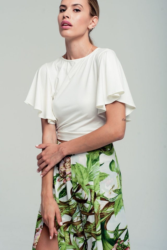 Ruffled sleeves white crop top with open back and bow detail