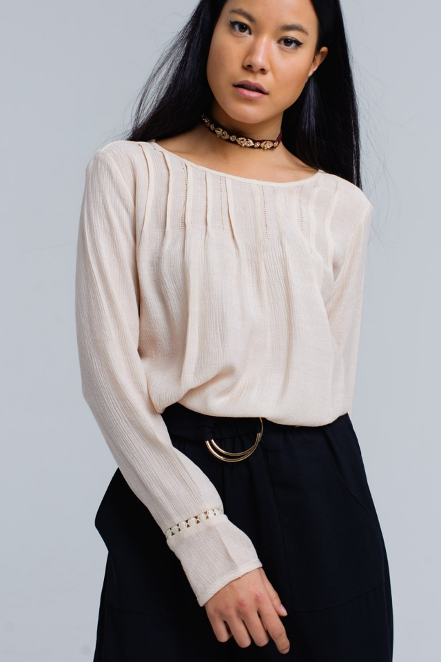 Pink pleated shirt with crochet