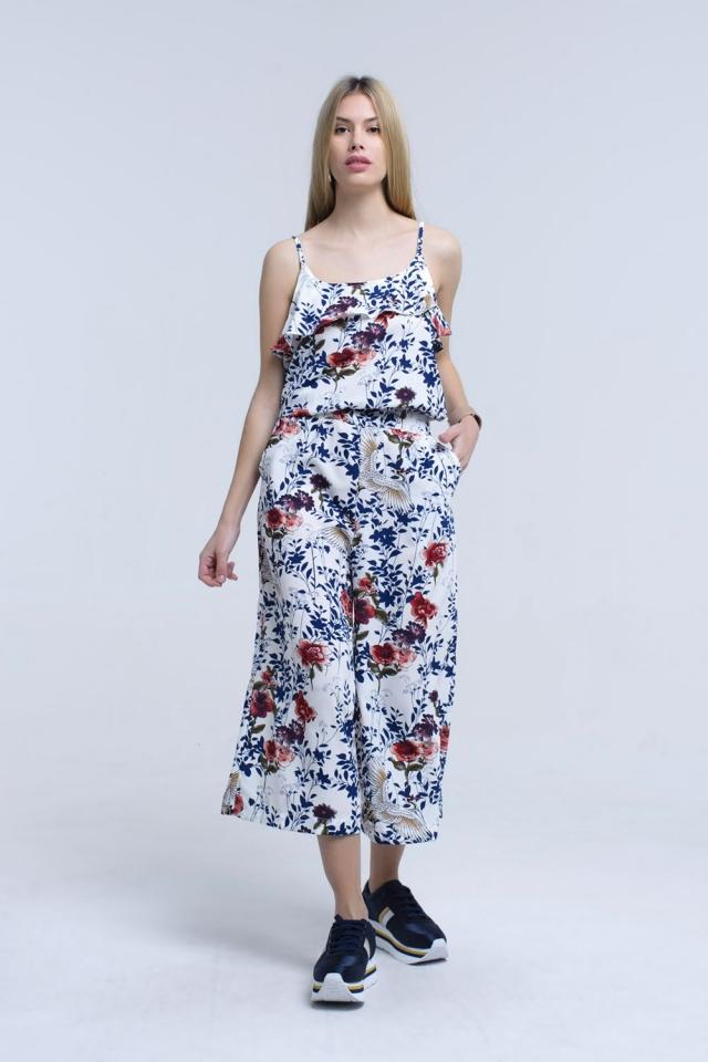 weißer Overall mit Blumen und Blättern