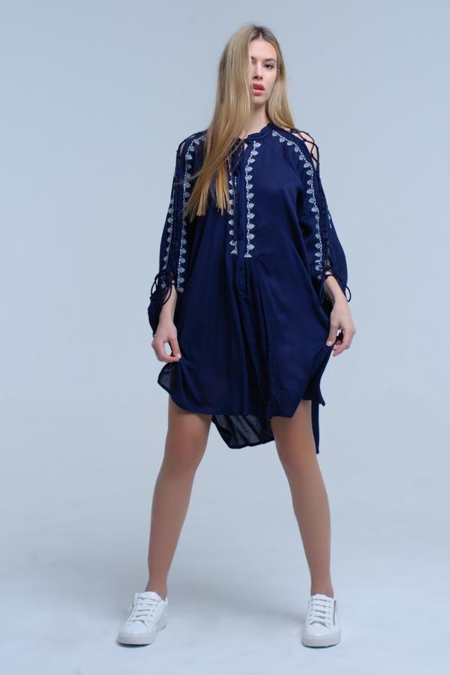 Blau Navy besticktes Kleid mit offenem Ärmel Detail