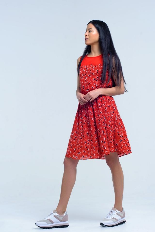 Rotes Kleid mit geometrischem Muster mit Bogen
