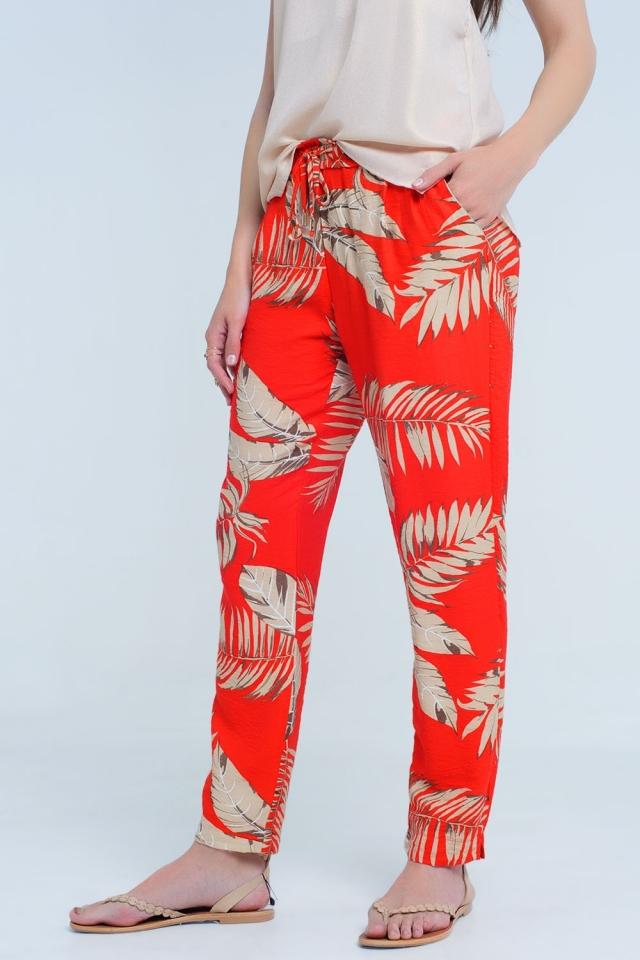 Rote Hose mit Blattdruck