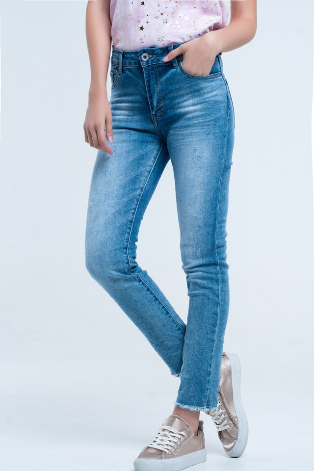 Light blue faded Jean with frayed low