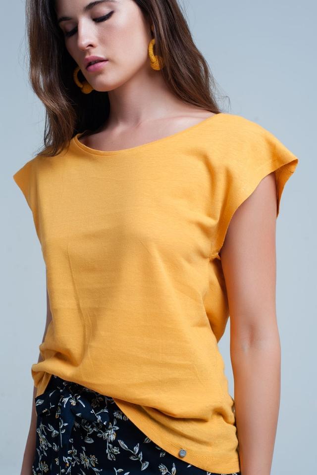 Gelbes T-shirt mit Rundhalsausschnitt