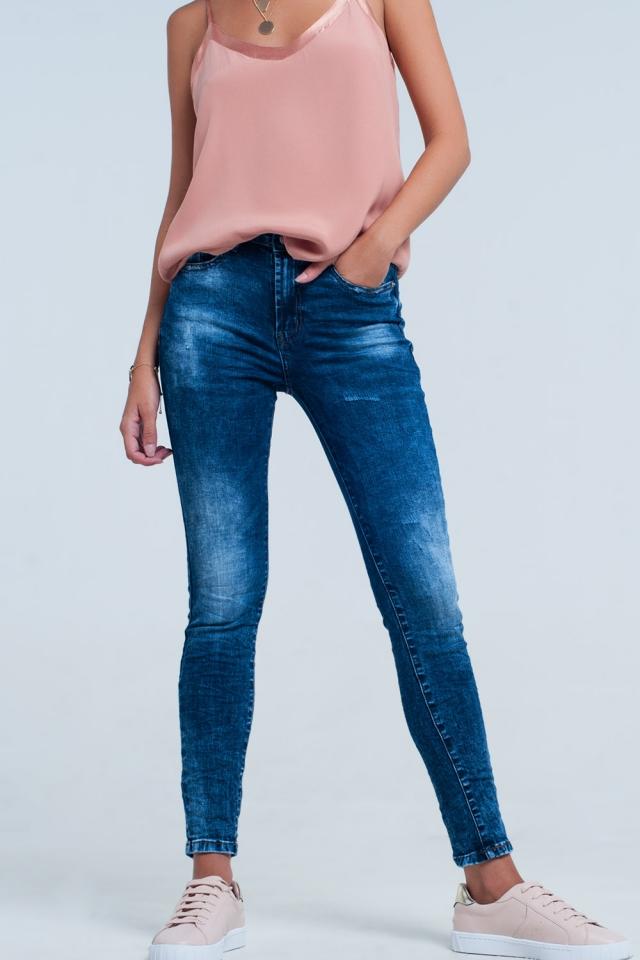 Hochgeschnittene Skinny-Jeans in Hellblau