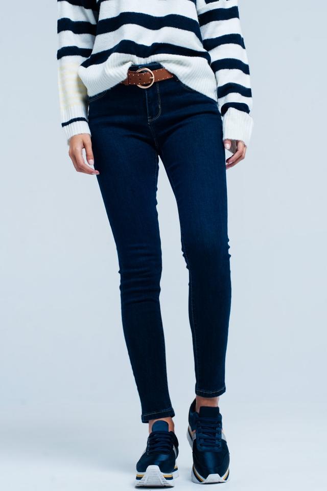 Push-up Jeans mit Kontrastnähten in dunkler Waschung