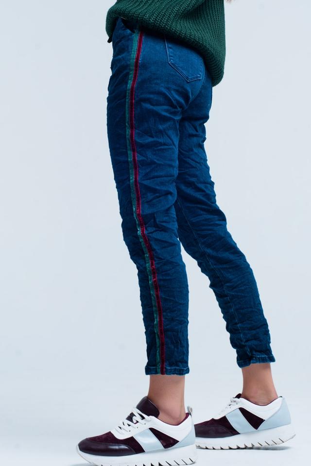 Blaue Baggy-Jeans mit Seitenstreifen