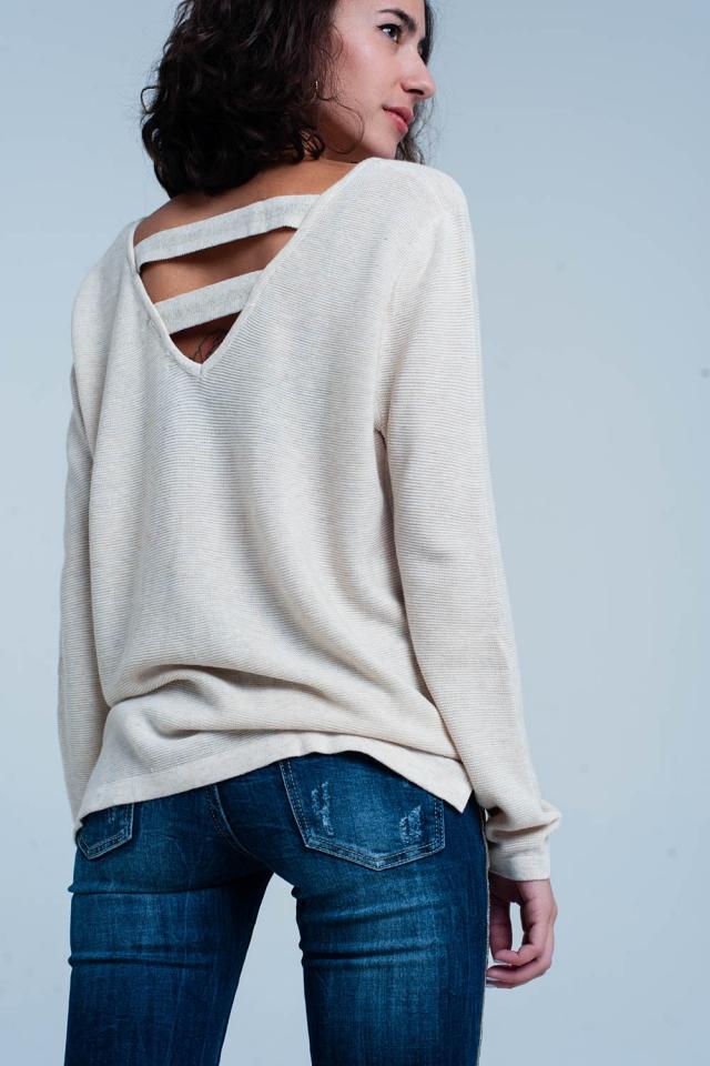 Beigefarbener Pullover mit offenem Rücken mit Streifen