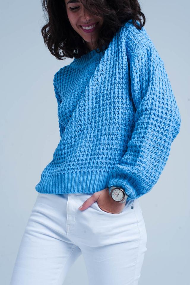 blauen Grob gestrickter Pullover mit Waffelmuster
