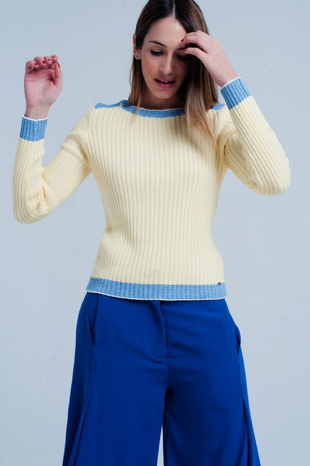 Gerippter Strickpullover in Gelb mit Blauer Rand