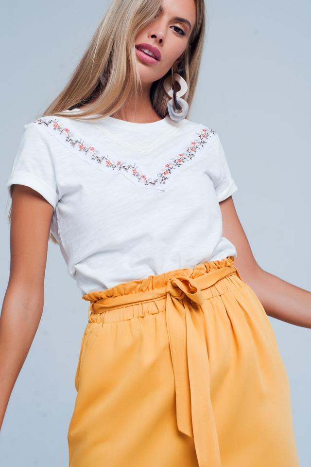 Weißes Mit Blume besticktes T-Shirt