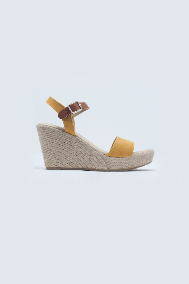 Espadrille sandal with buckle in yellow