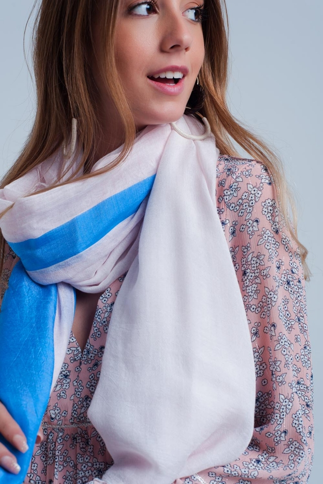 Gestreifter Schal in blau