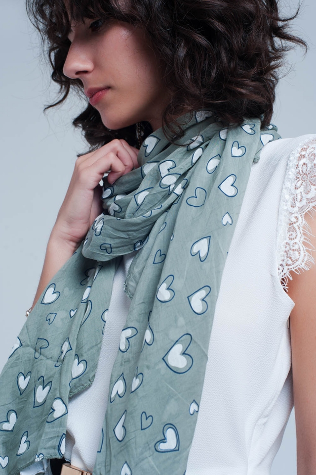 Grey scarf with hearts