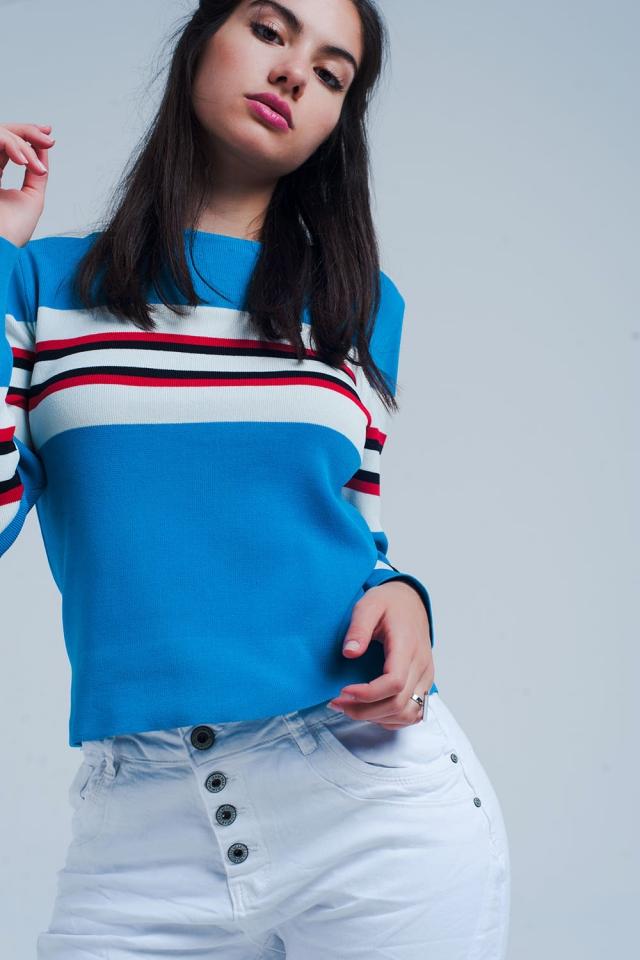 Türkis-Pullover mit Streifen