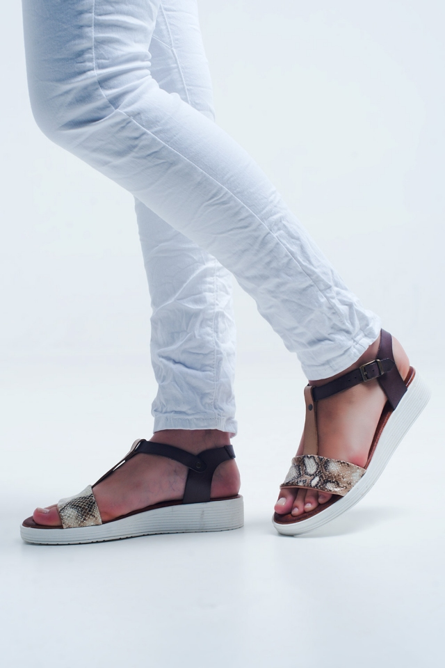 Beige Sandalen mit Slangenprint