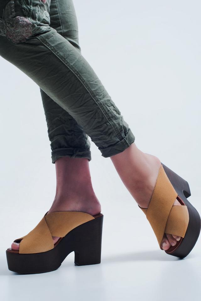 High Heels mit beige gekreuzte Riemen