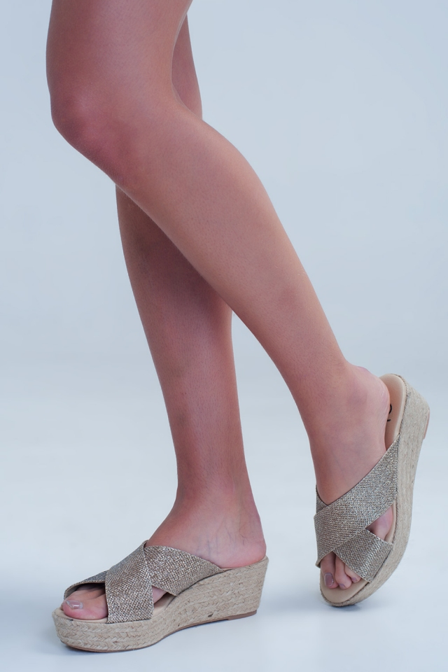 Cross strap flat sandals in gold colour