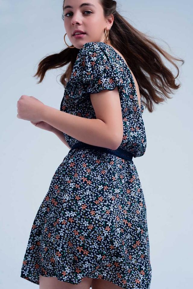 Marine farbiges Kleid mit Blumenmuster
