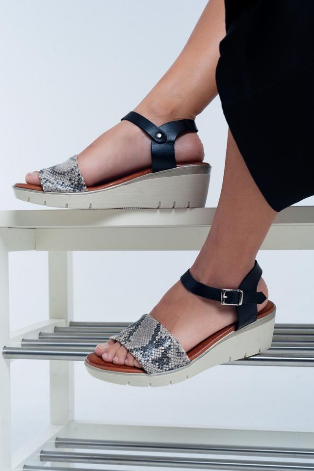 Schwarzes Leder Keil Sandalen