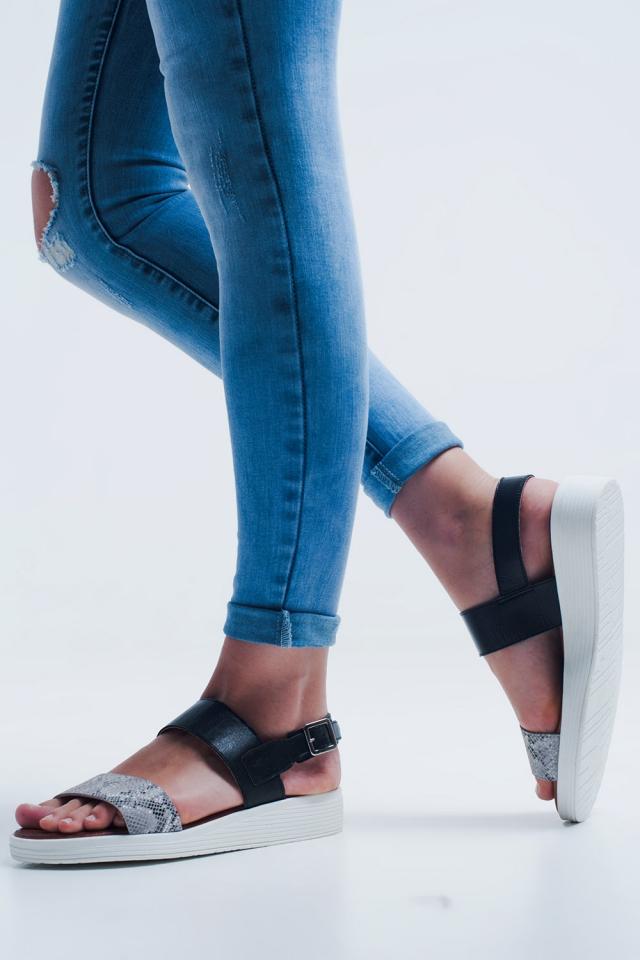 Schwarze Sandalen mit zwei Riemen