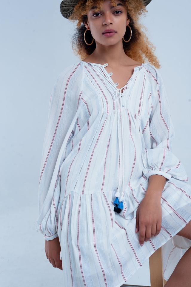 Weißes loses Kleid mit Streifen