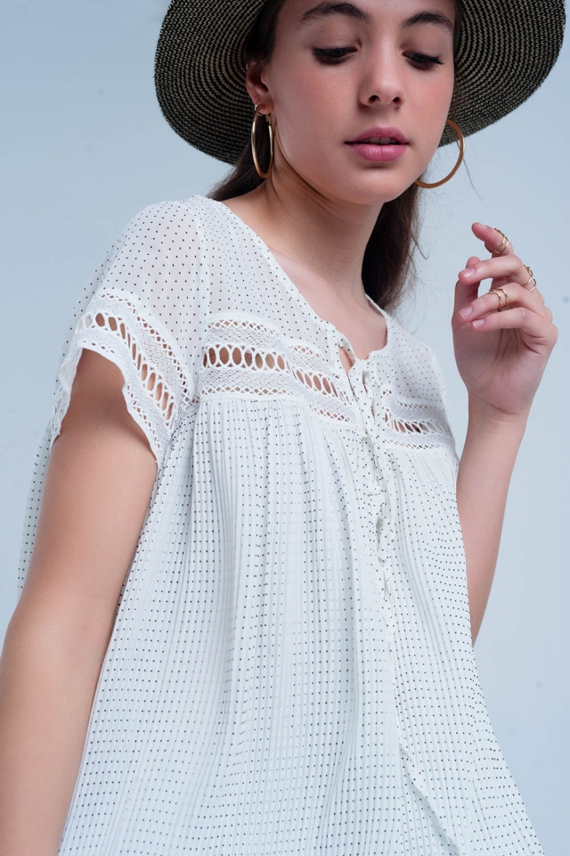 Short pleated dress in white