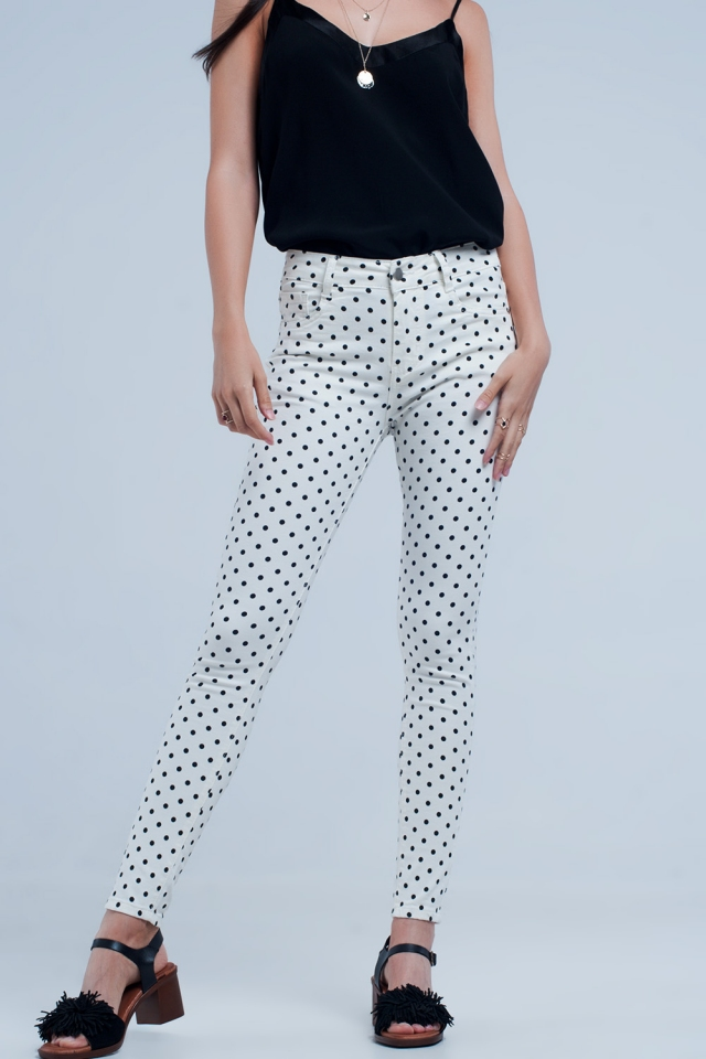 Weiße Jeans in Tupfen