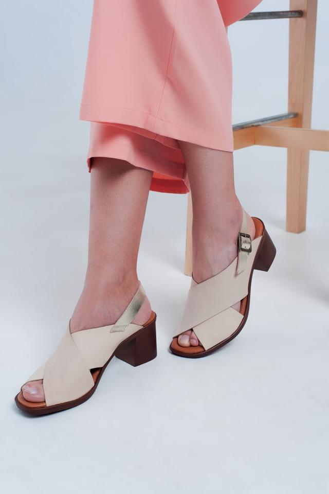 Absatz Sandalette mit Kreuzriemen in Beige