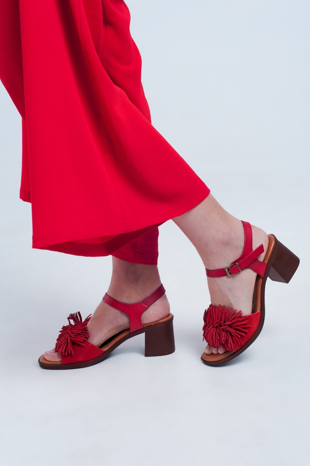 Heeled sandals with ruffles in red