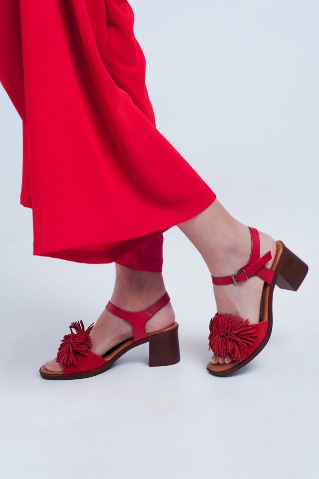 Sandaletten mit Rüschen in rot