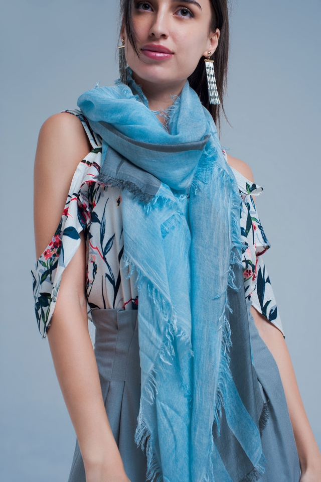 Striped scarf in grey