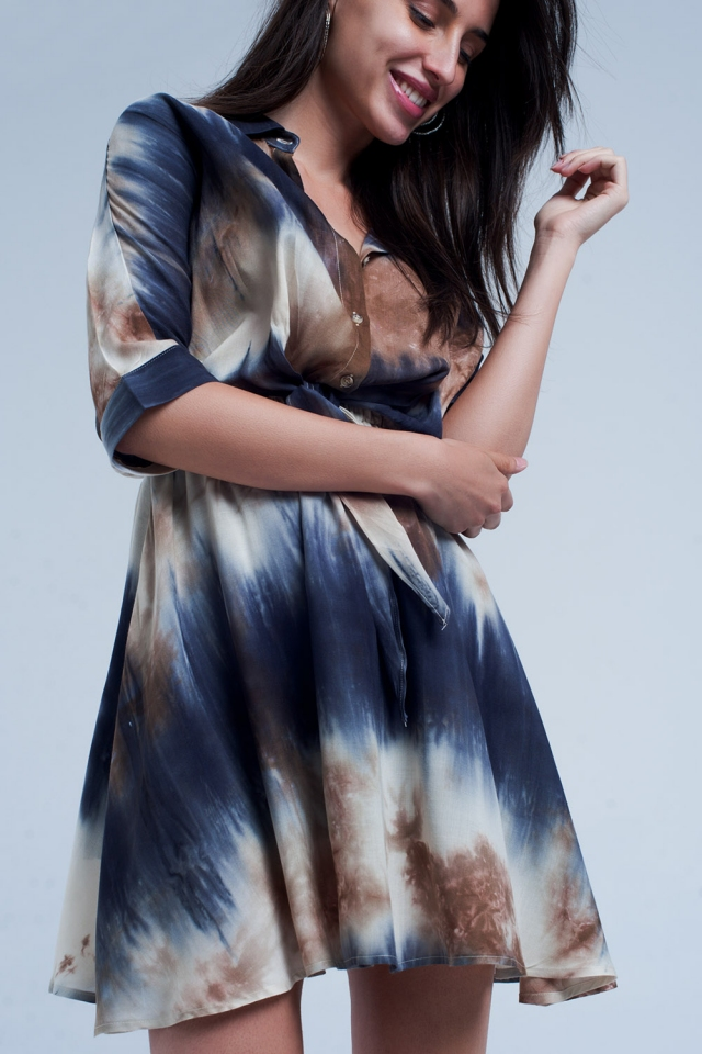 Blaues geknöpftes kurzes Kleid