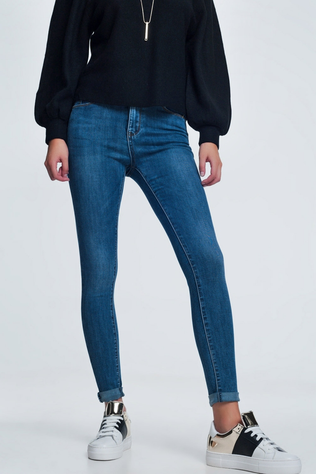 Blue skinny jeans with light wash