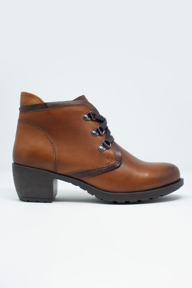 Lace up boot in brown