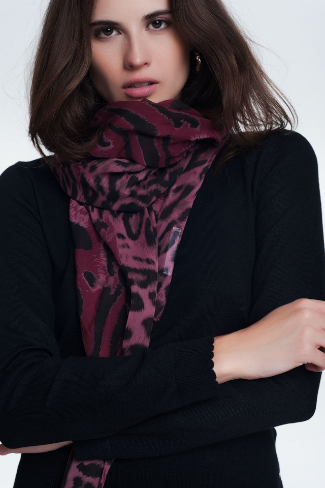 Scarf with tiger print
