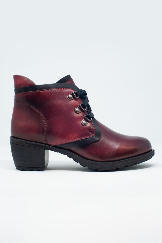 Lace up boot in maroon