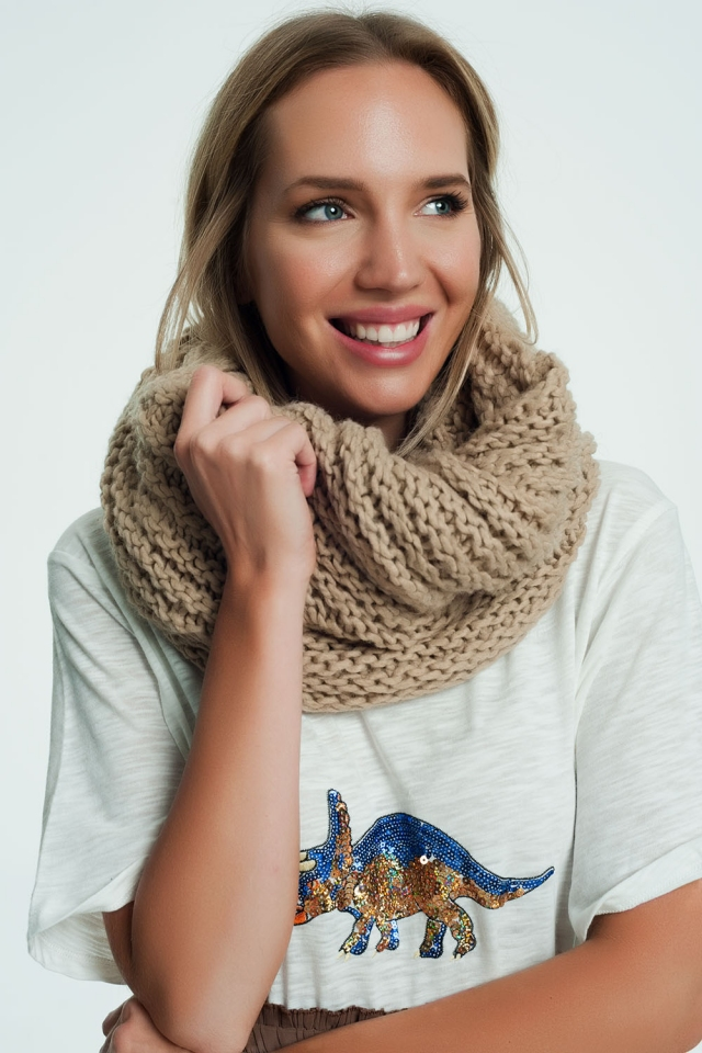 Woven thick scarf in beige