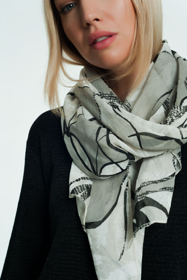 Scarf in gray with print