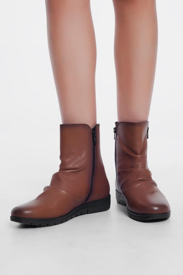 Flache Ankle-Boots aus Leder braune