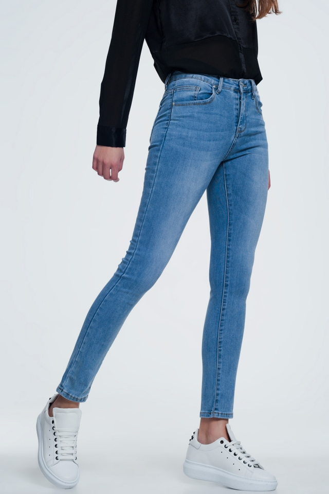light denim skinny jeans with light washing