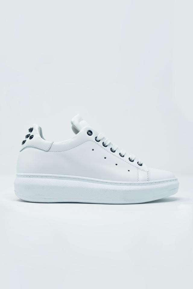 Witte sneakers met plateauzool Met zwarte studs