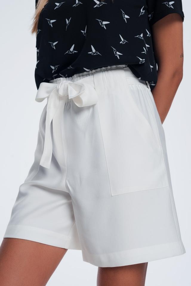 Shorts mit Gürtel creme