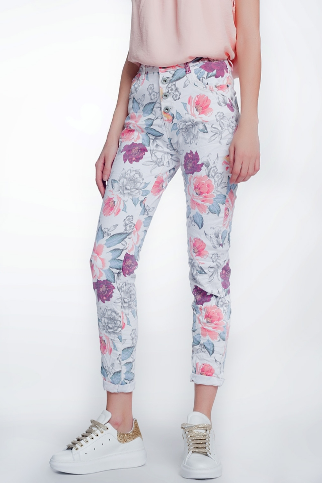 White boyfriend jeans with floral print