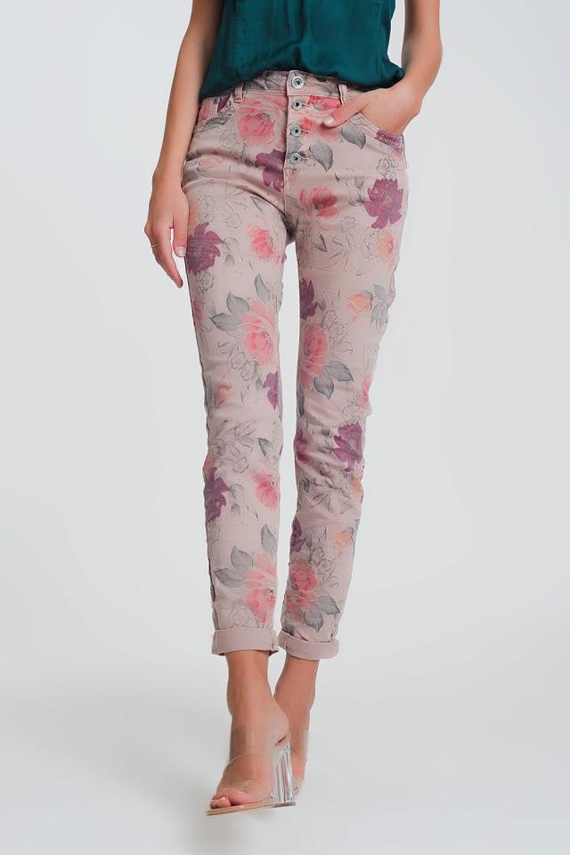 Pink boyfriend pants with floral print