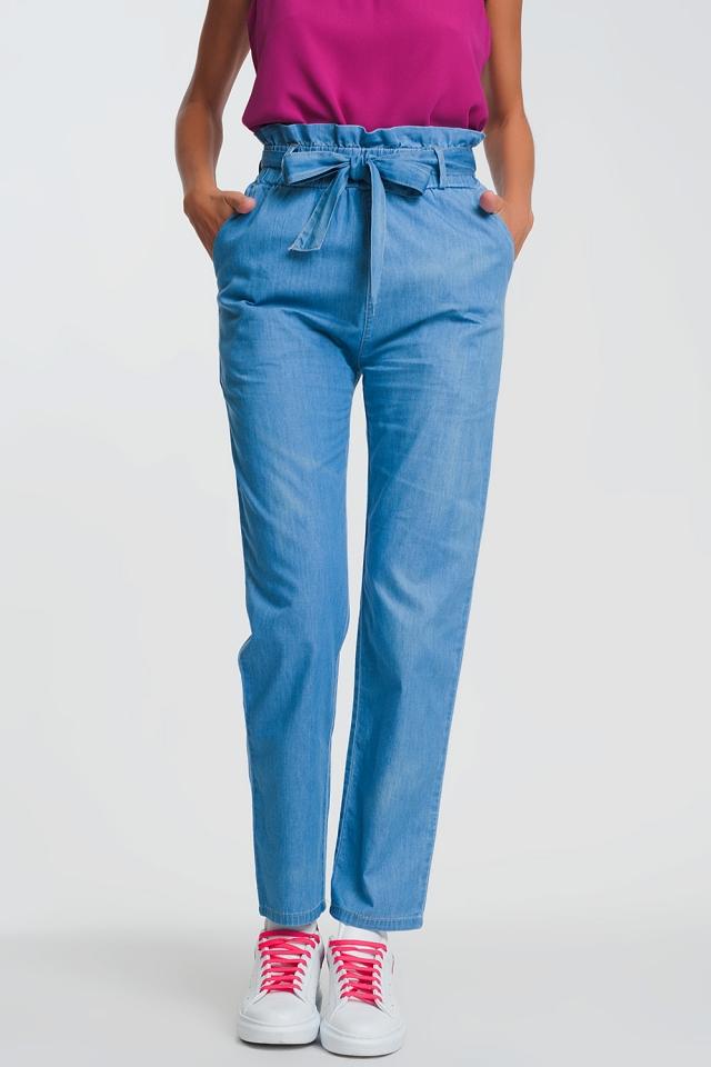 Leichte Jeans mit Paperbag-Taille zum Binden in Hellblau