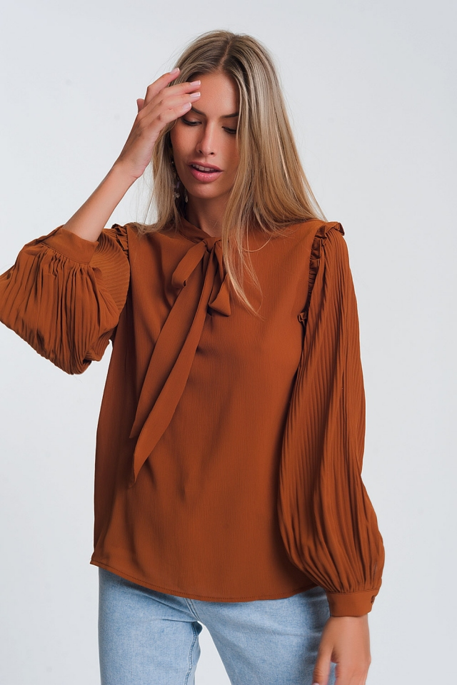 Top met pofmouwen, strikdetail en camel